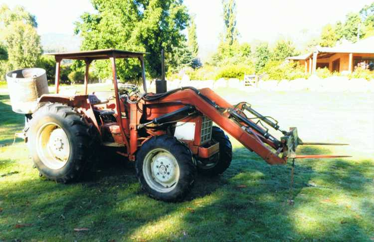 International 584 Tractor for sale NSW Albury