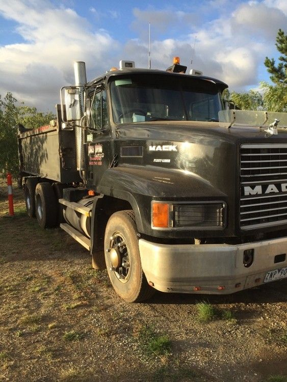 1999 Mack Fleetliner Truck for sale VIC Hillside